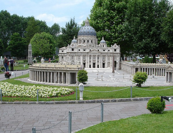 784px-minimundus model_st._peter_s_basilica