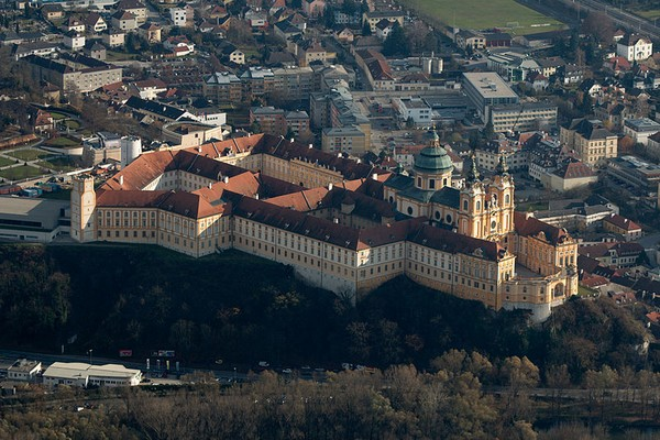 800px-melk abbey_aerial_view_001